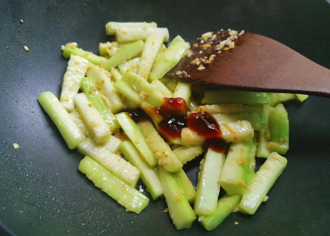 丝瓜是个好东西,超简单的炒丝瓜教学 美食做法 第8张
