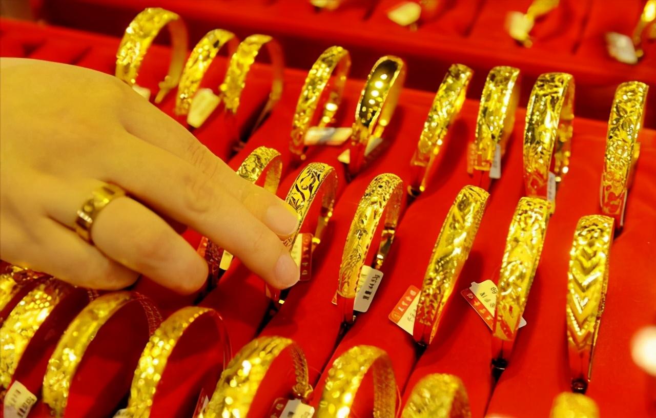 黄金价格大幅下跌,中国大妈已开始入手,现在可以抄底了吗?