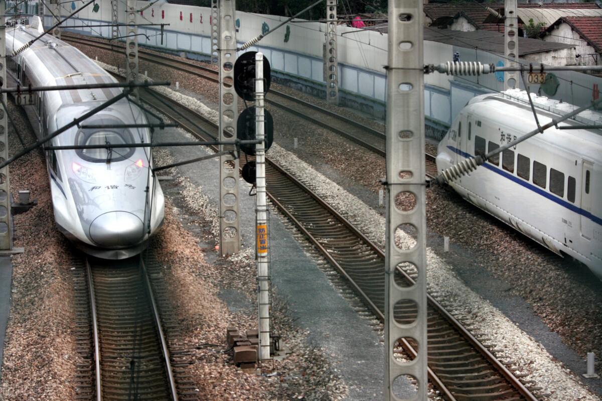 弓网系统事关高铁运行安全,西南交大学者提出改善受流质量的方法