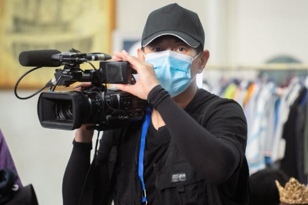 吴奇隆回应被保安按倒,直言身体无大碍,粉丝控评质疑节目组