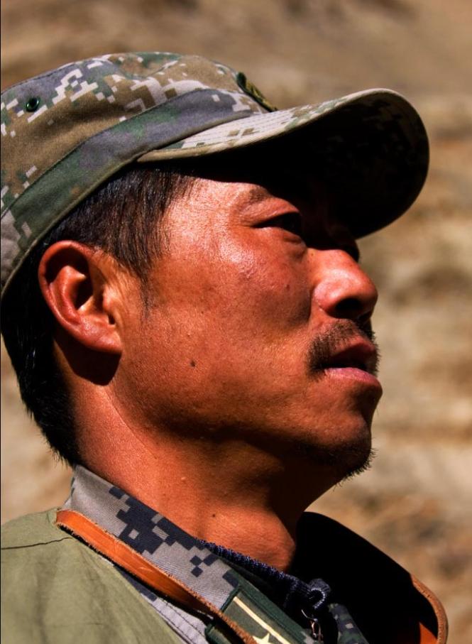 中印邊境英雄團長祁發寶:為戰士有熱水洗腳,他背200斤柴累暈