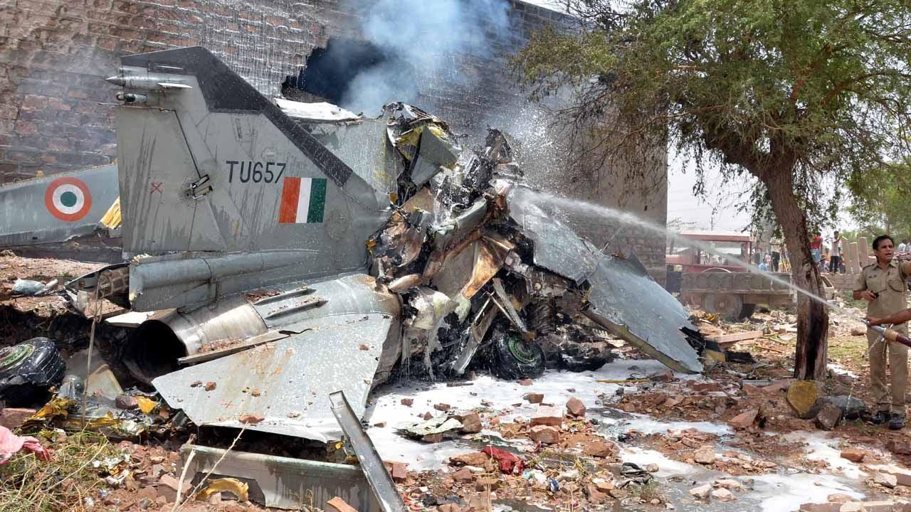 印军米格-21坠机后,印媒:可能是被中巴用电磁脉冲武器击落的
