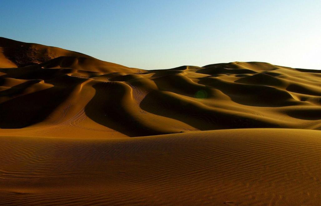 """驴友常说""""去沙漠看到石头要捡起来,不捡是傻子"""",是为何?"""