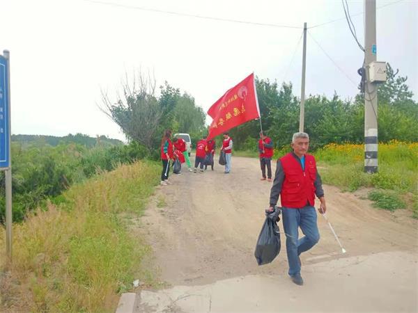 莒县陵阳镇志愿组织开展保护母亲河活动