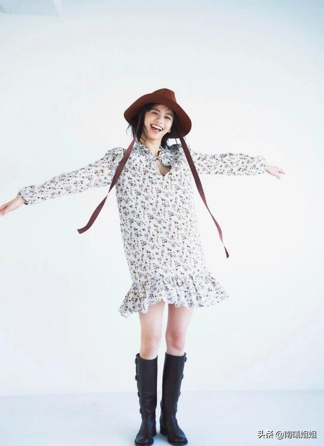 四十岁的女人尽量别穿卫衣配卫裤,学日本杂志这样穿,优雅显品位