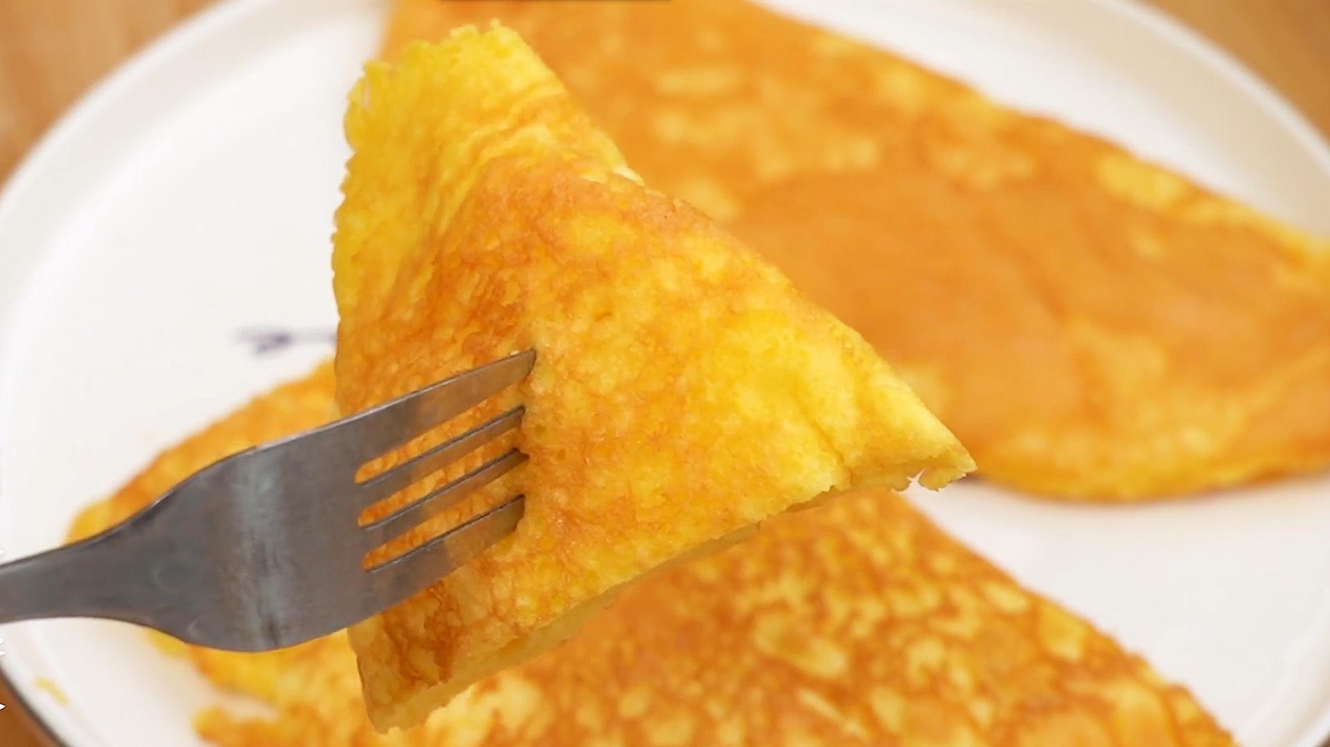 3个鸡蛋不加面粉,教你做早餐,比烙饼简单,绵软细腻,入口即化 美食做法 第2张