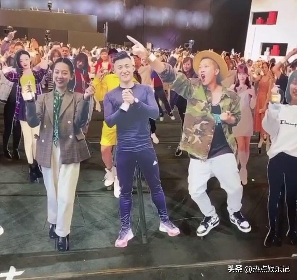 薛之谦把台下的假人观众推倒引发争议,是任性还是开玩笑?