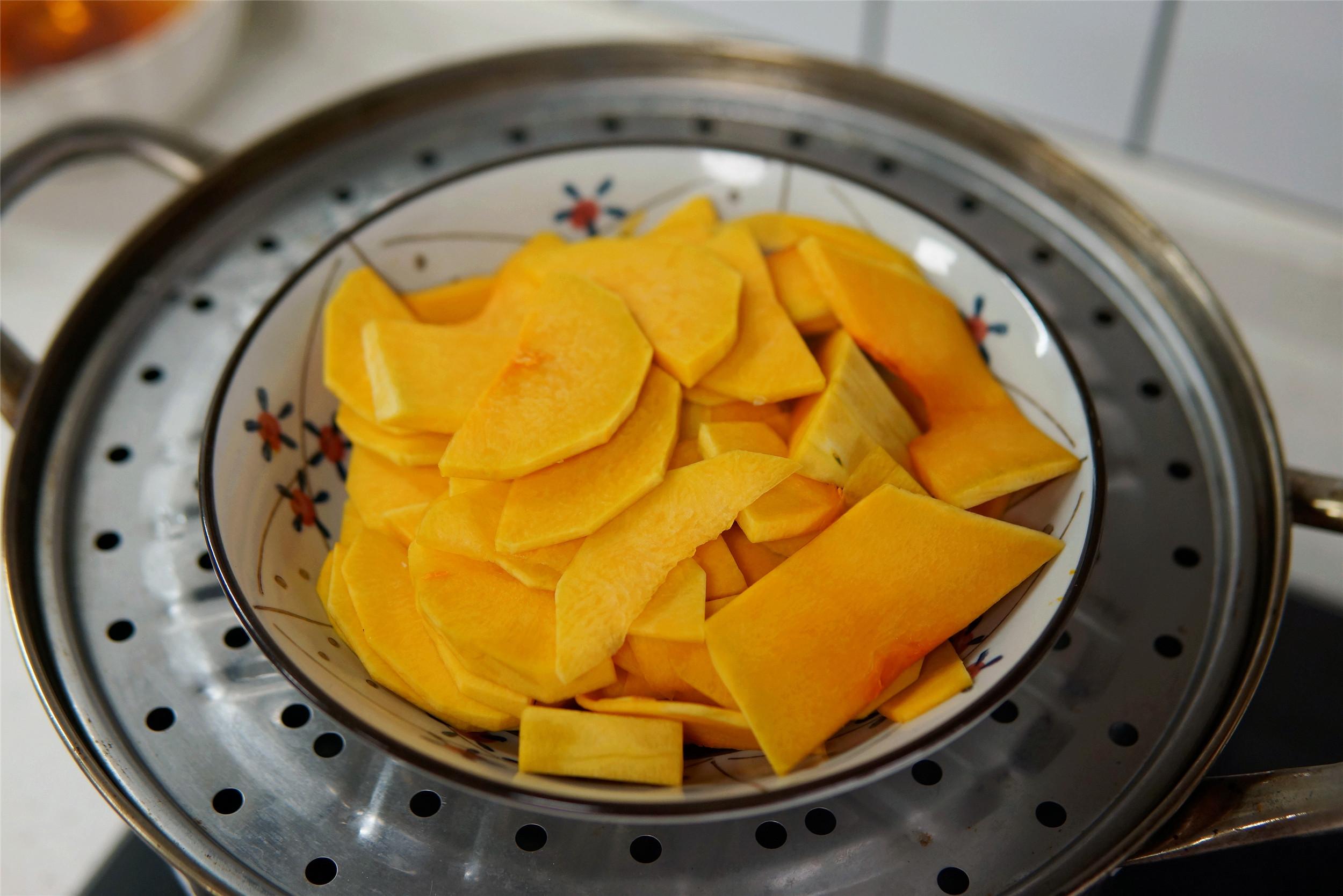 一塊南瓜,半碗糯米粉,簡單一蒸,香甜彈牙,吃一次就愛上了