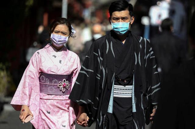 """日本要向疫情投降?菅义伟""""松口""""了"""