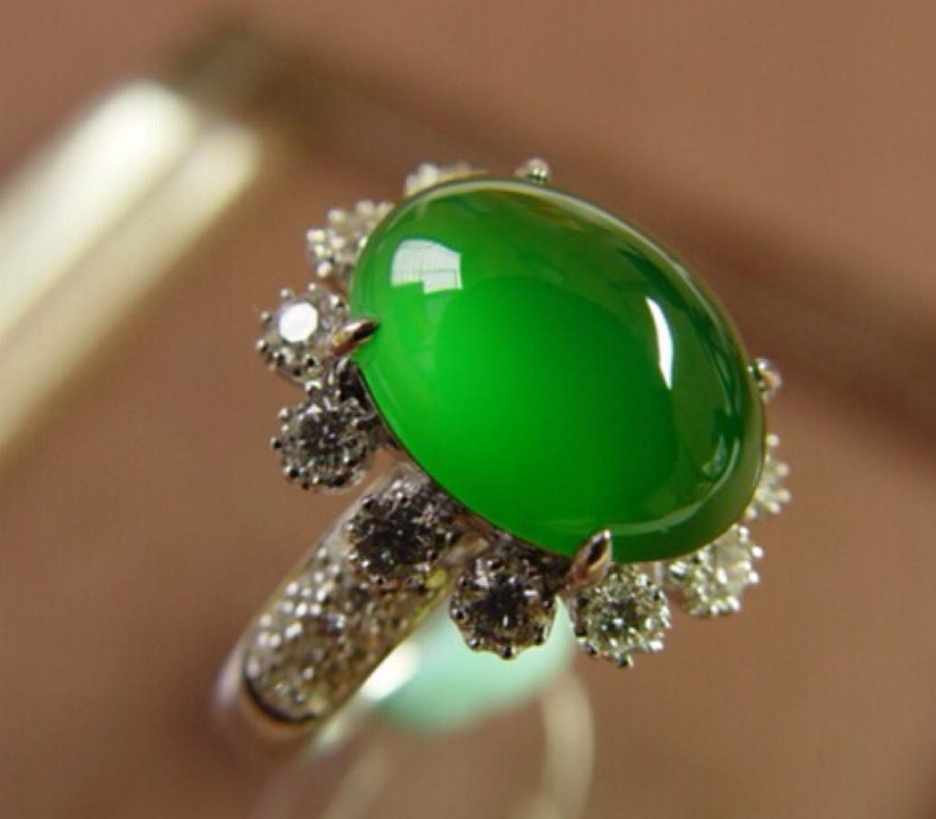 以往一件难求,如今数千元就能拿下,满绿翡翠开始贬值了吗?
