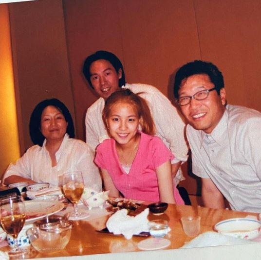 BoA晒出二十年前老照片,李秀满还很年轻,金英敏也很帅气