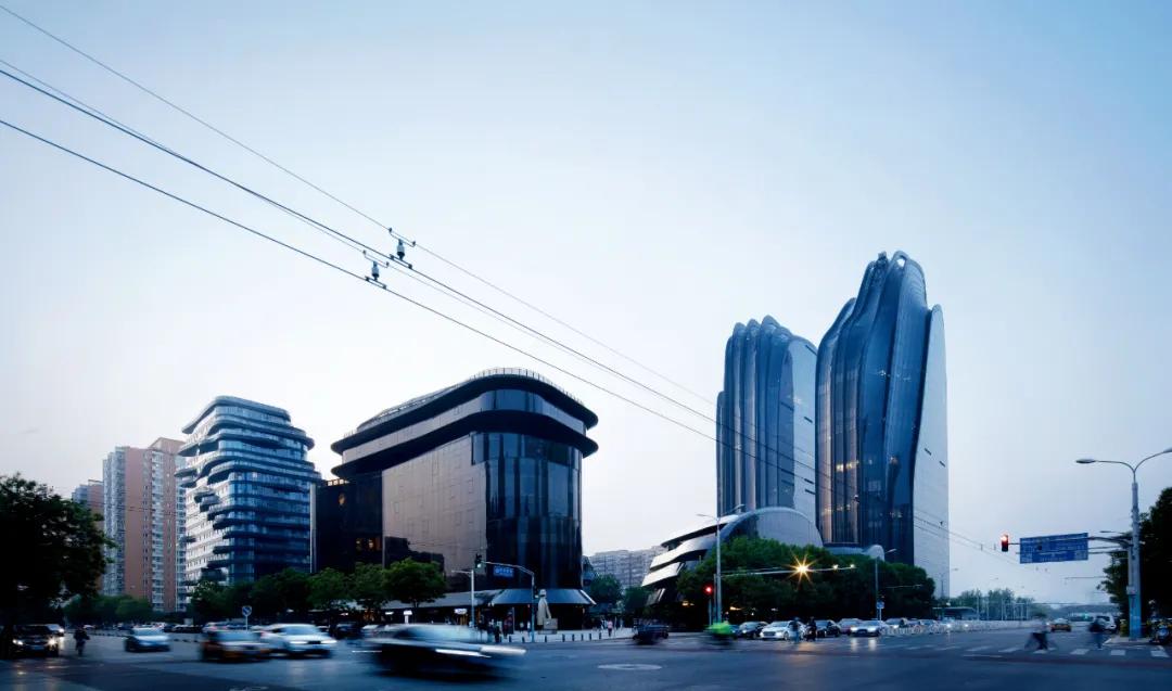 """在朝阳公园建""""大黑楼""""的他,总在反思建筑师是不是干了太多坏事"""