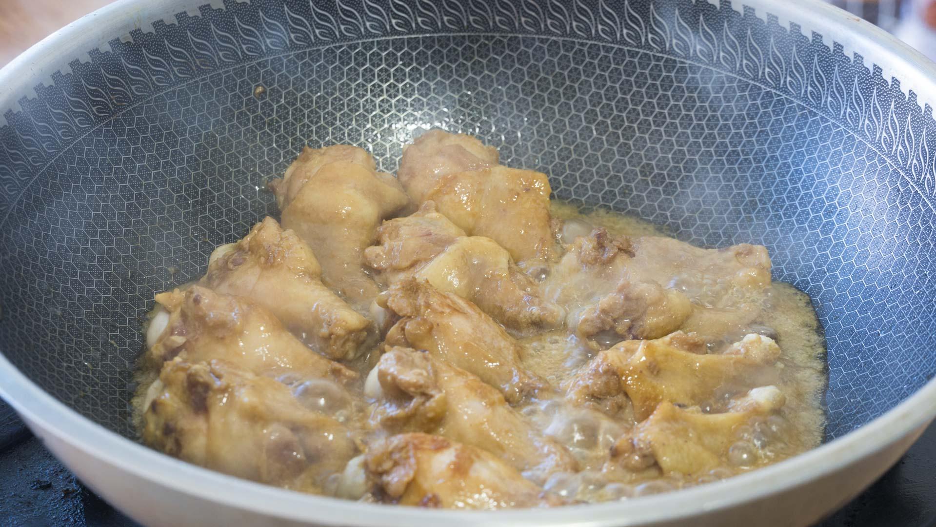 雞腿這麼做才真解饞,鮮嫩多汁,軟爛入味,一鍋12個雞腿不夠吃