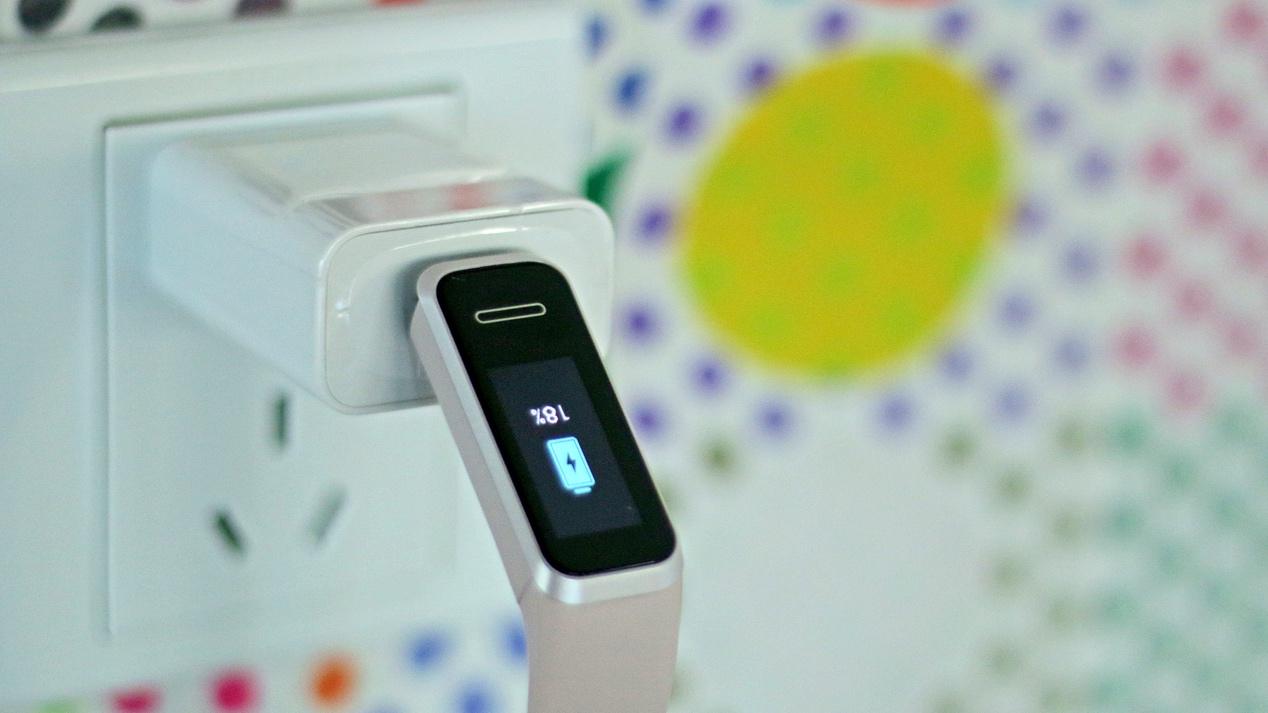 华为手环4测评:USB便携充电+运动健康全面监测,开售价189真香