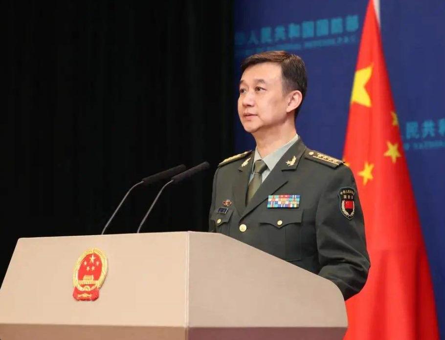 中国海军在东海、渤海和南海大规模军演之际,美军轰炸机公然闯入