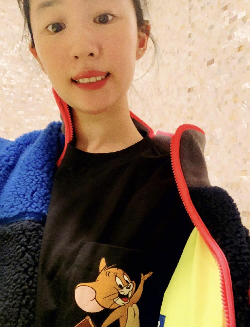 刘亦菲戴眼罩cos奥黛丽赫本,自拍仍模糊,粉丝调侃求出教程
