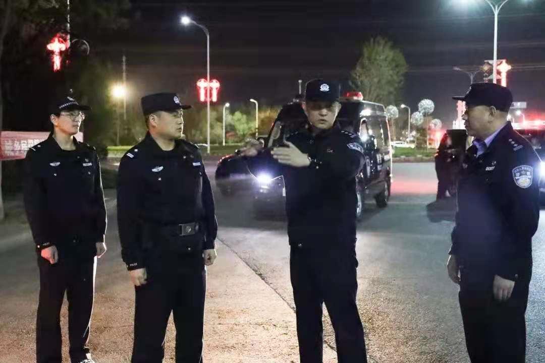 """「五一我在岗」副县长公安局长纪劲松检查指导国省道""""夜巡""""工作"""
