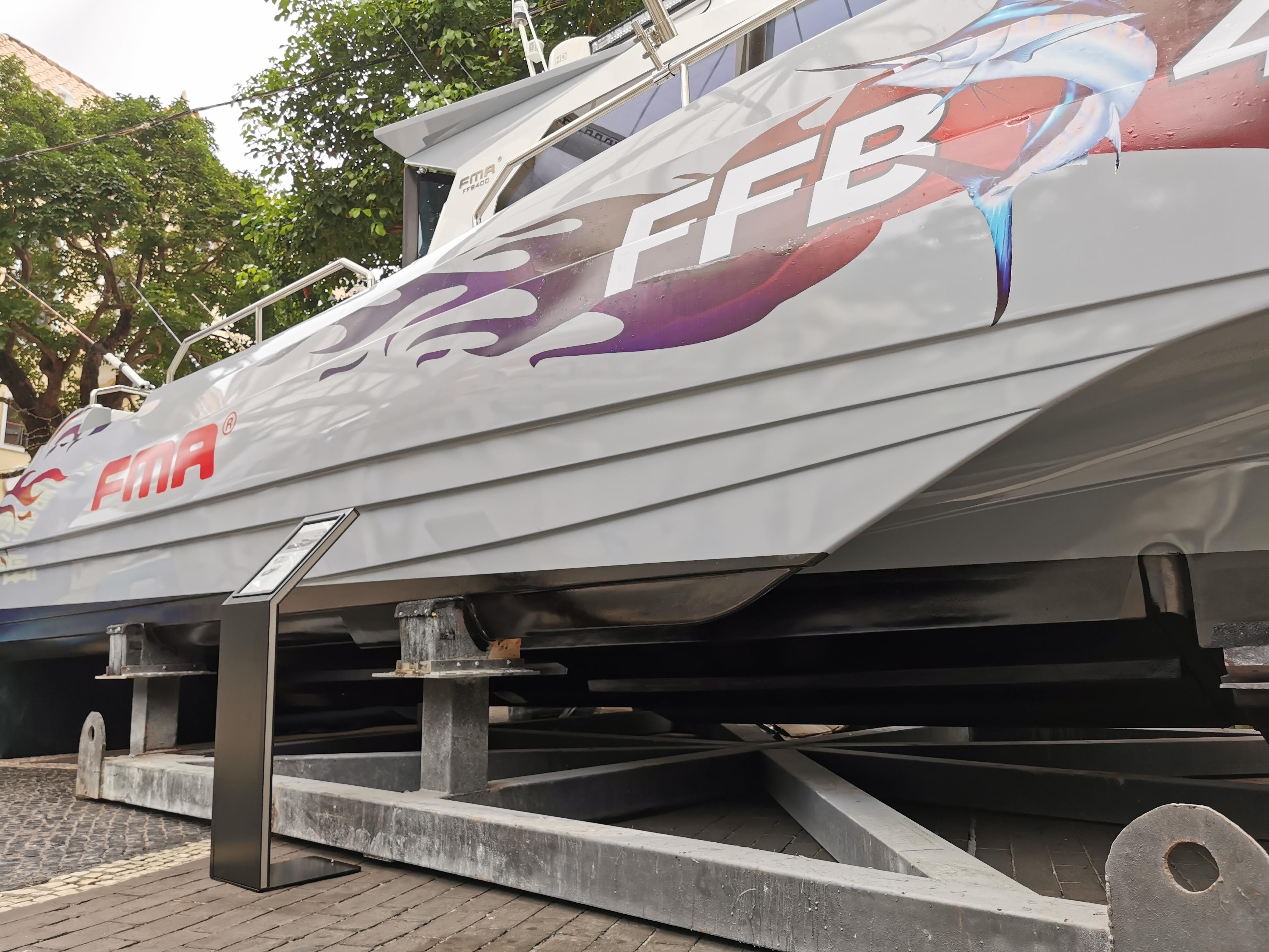 FMA 400三体高性能钓鱼艇,用56节的高速追击鱼群