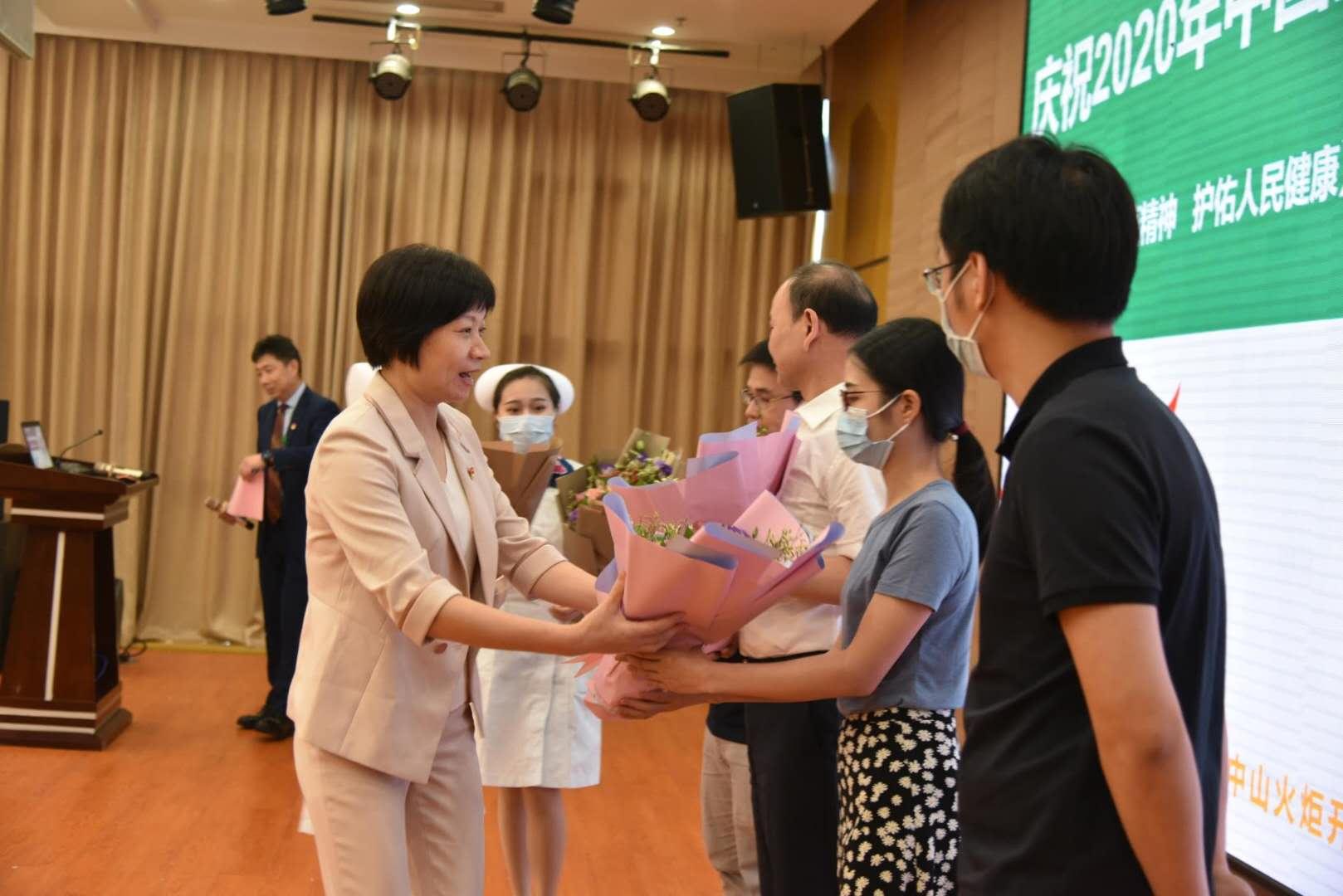 中山开发区医院举行医师节活动 16位新入职执业医师庄严宣誓