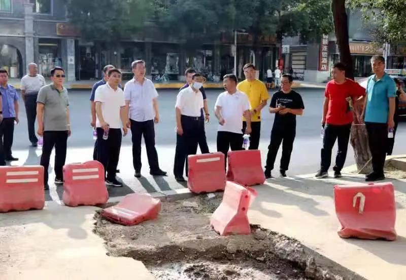 """玉泉區開啟""""掃街""""模式,督導檢查城市精細化管理工作"""
