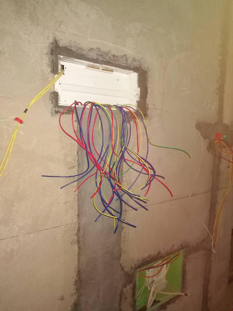 家装电线选2.5方还是4方?工人建议我用6方的,感觉他想坑我
