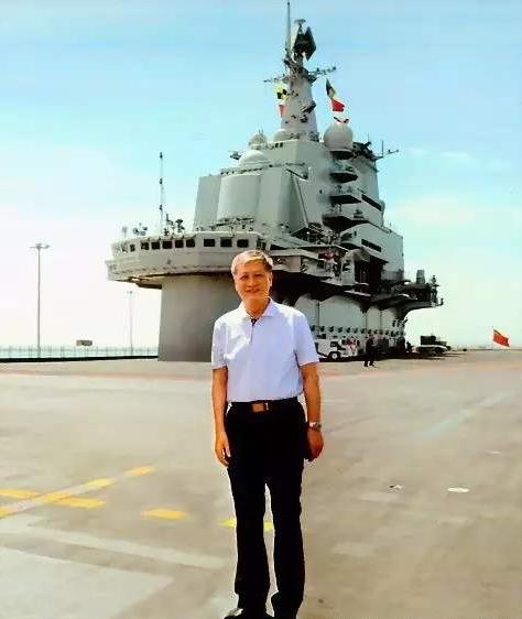 50瓶二锅头酒桌谈判,2000万购置航母返送祖国,退伍老兵值得铭记