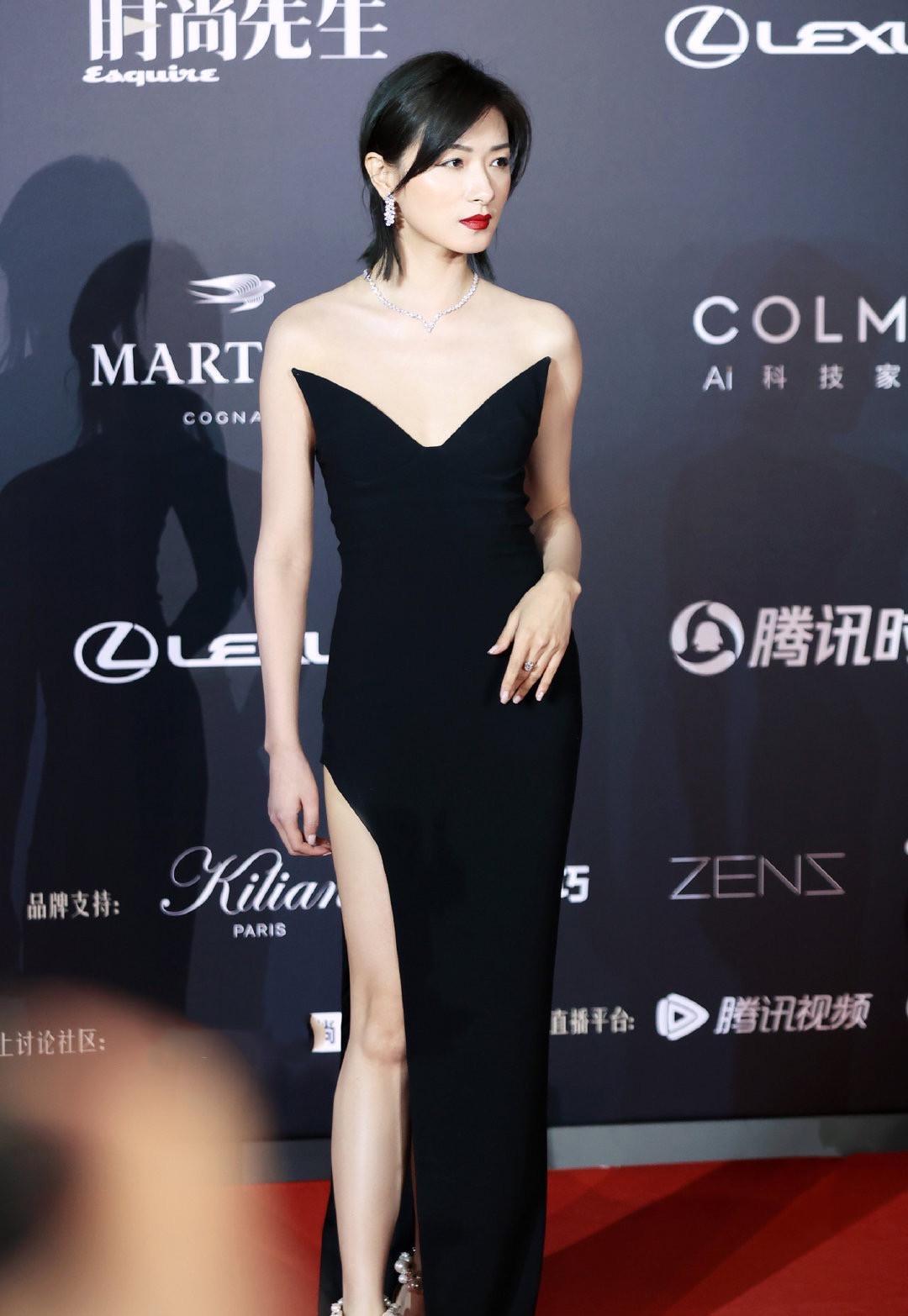 女星红毯秀:杨幂万茜斗性感,金晨宋祖儿甜美,张雨绮太臃肿
