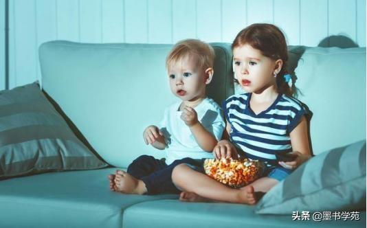 """3歲前""""看電視""""和""""不看電視""""的孩子,差距非常大,家長要重視"""