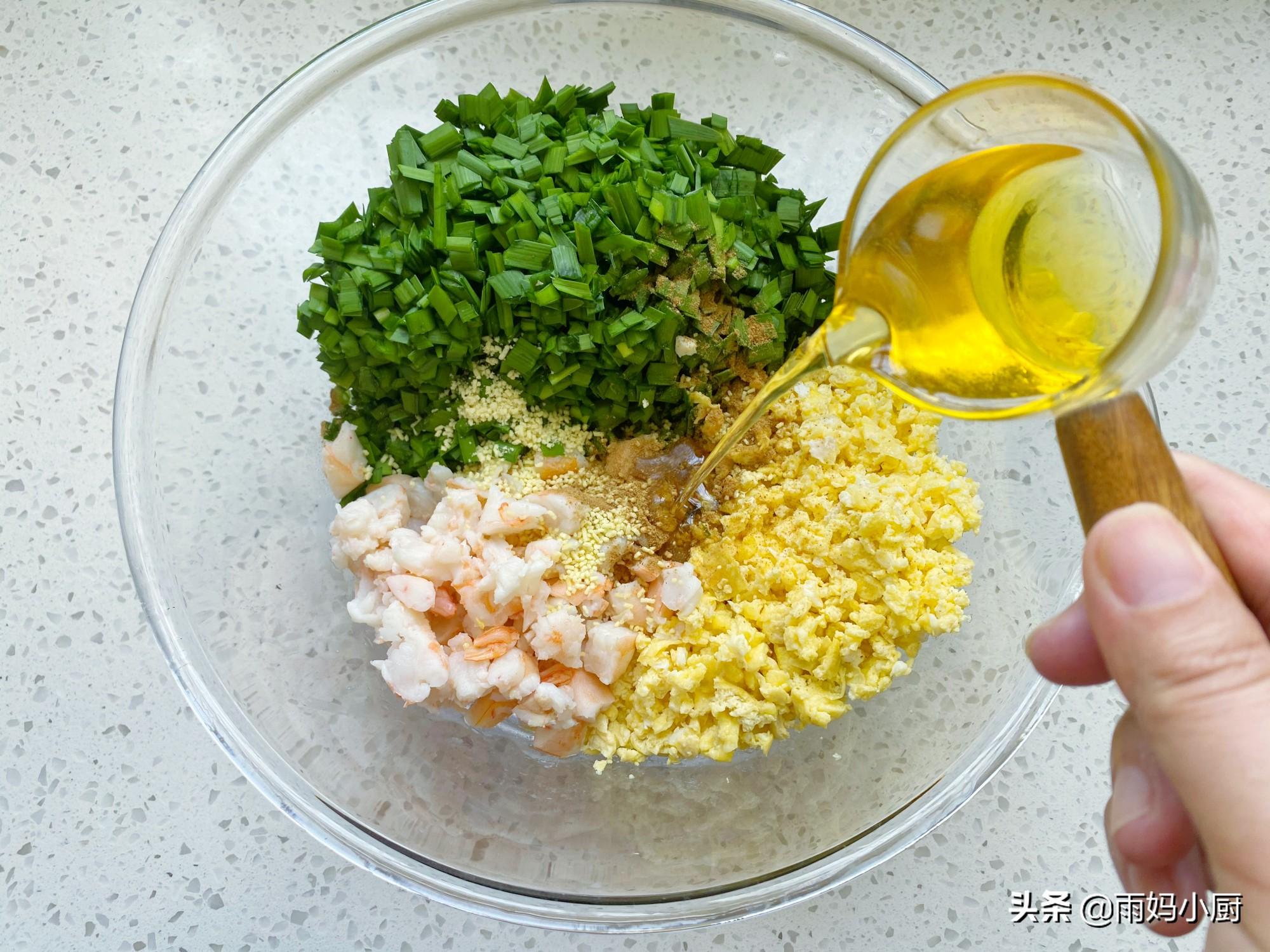 菜盒子调馅别只会放虾皮,加点它味道鲜美又可口,越吃越香