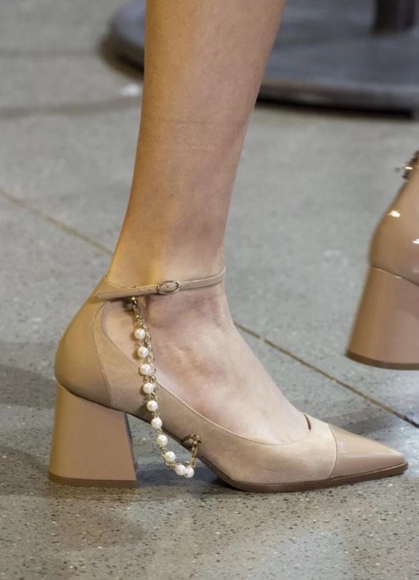 """当高跟鞋遇上""""人鱼之泪"""",尽显贵气典雅,给你贵族般的气质"""