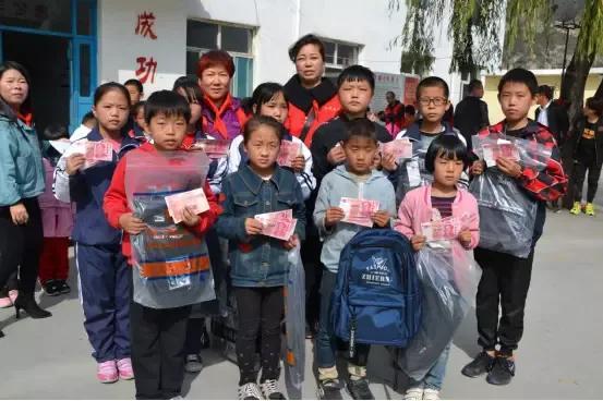 张小义:奉献爱心的带头人