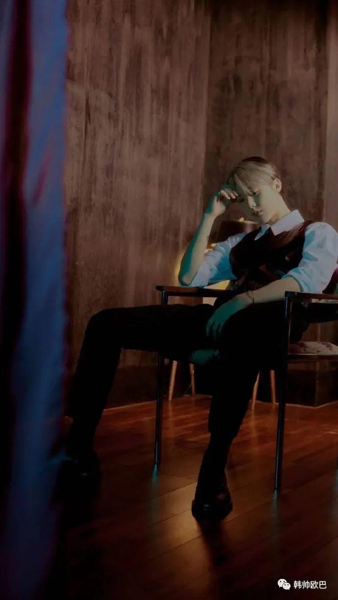 17岁戴着矫正器涂着腮红出道的男团爱豆