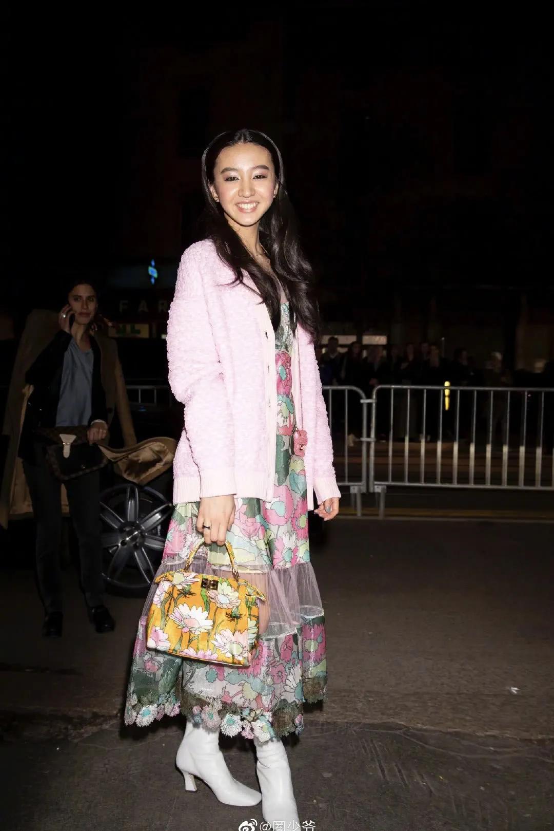 卡戴珊千万祖传的家族战袍,咋就被吴宣仪穿成了夜店风?