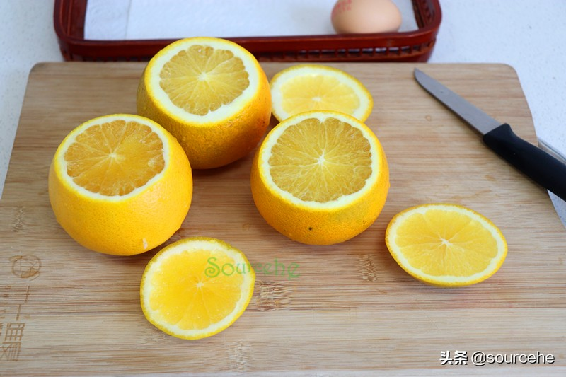 橙子新吃法,用橘子皮做碗,倒入雞蛋和橙汁,蒸一蒸,出奇美味