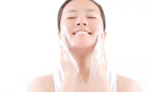 皮肤干燥脱皮怎么办 皮肤保养 第1张