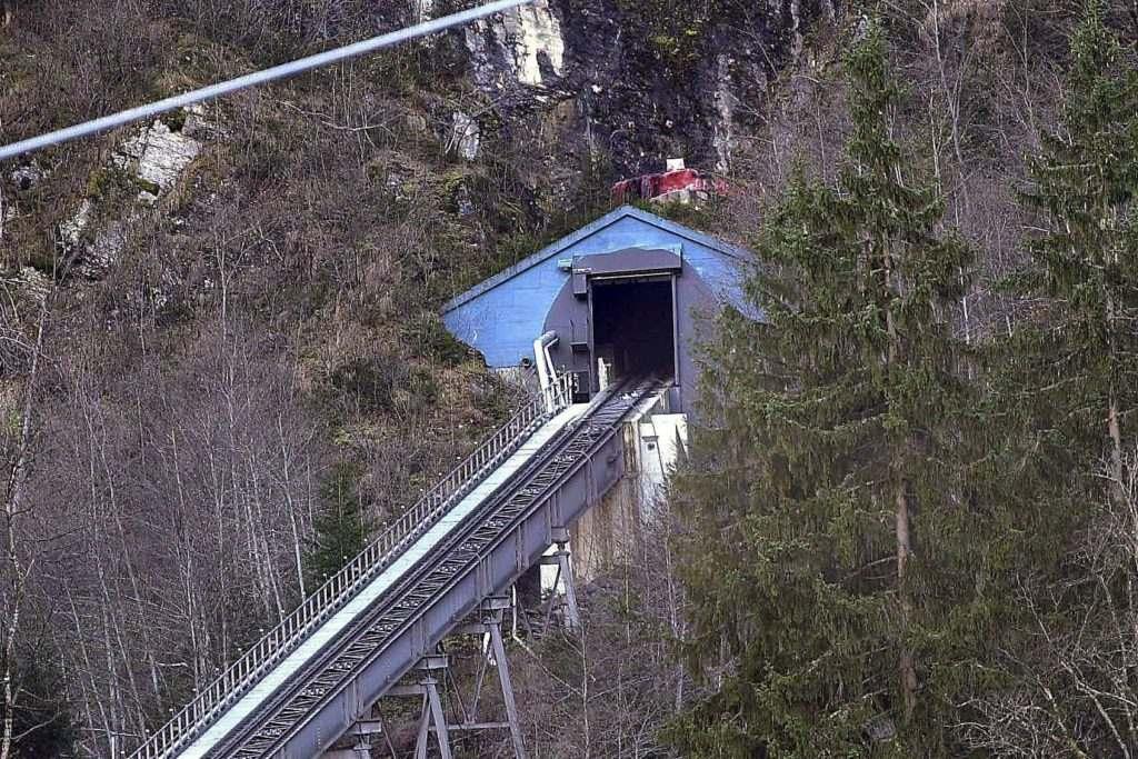 纜車突發離奇火災,致隧道變1000℃熔爐,155人逃生后喪生