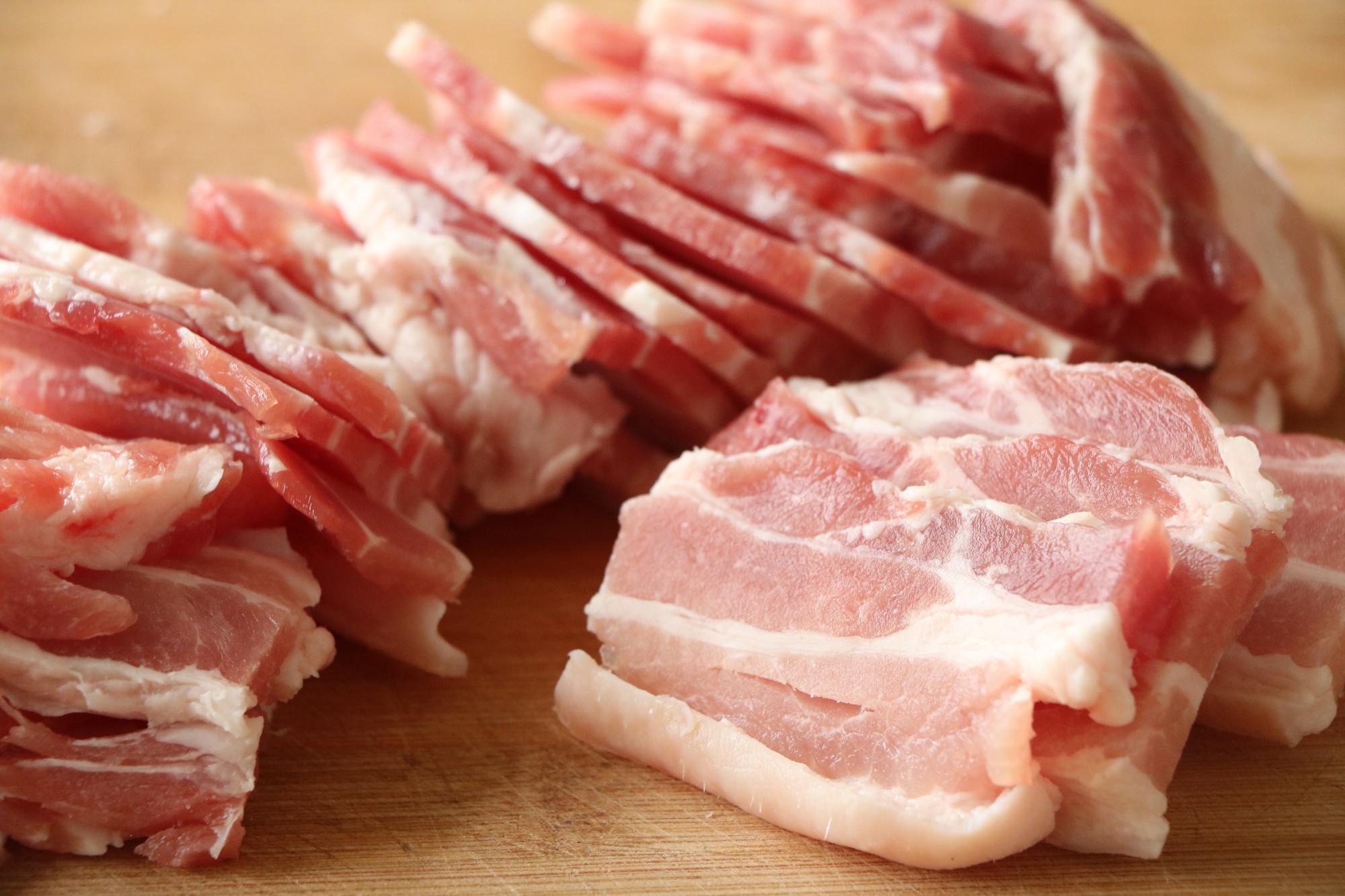 五花肉加上半碗大米,這樣吃不加一滴油,蒸一蒸,好吃不油膩