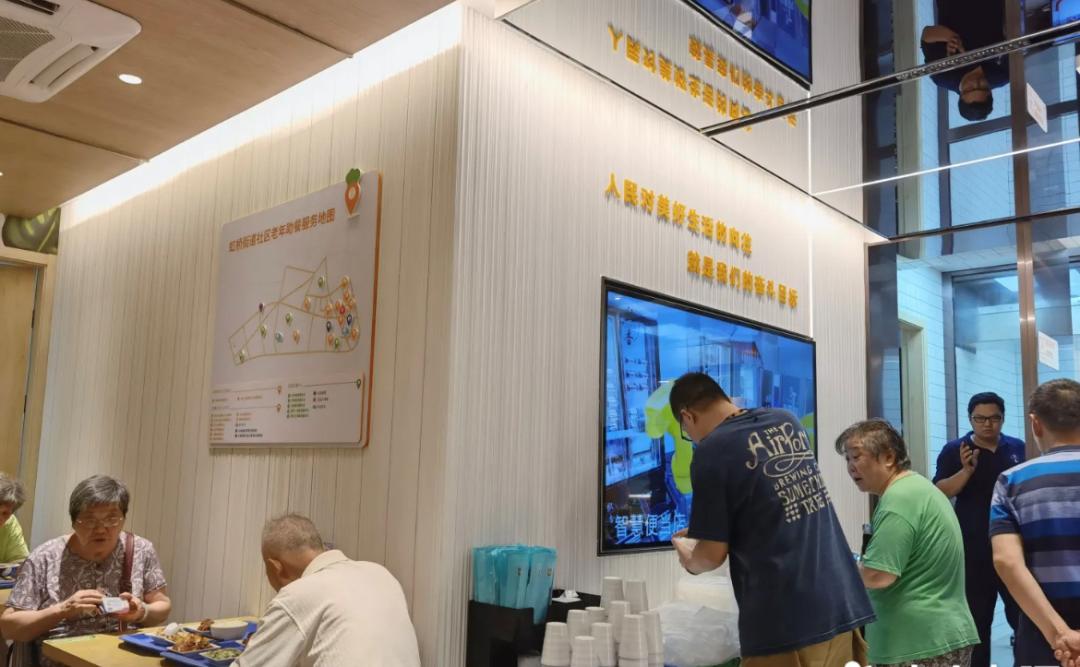 全國首家AI智能餐廳開業,大廚全是機器人24小時營業