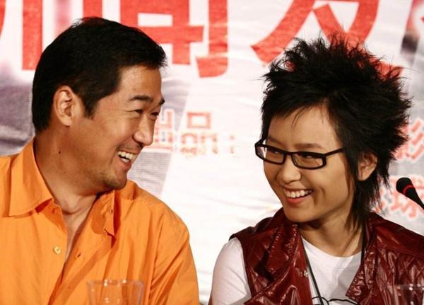 有种意外叫明星干爹,贺峻霖的是马天宇,看到她:这么低调吗?