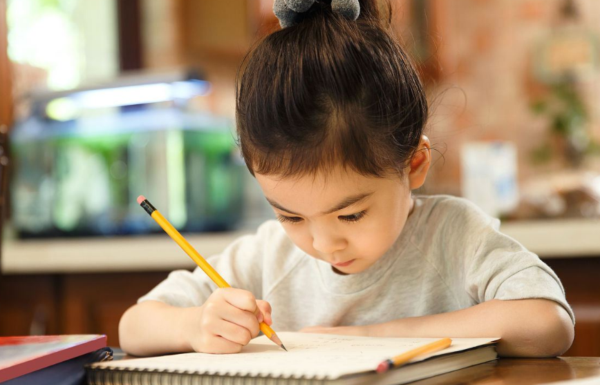 德西效应:用奖励提高孩子学习兴趣,正是消磨孩子学习动力的元凶