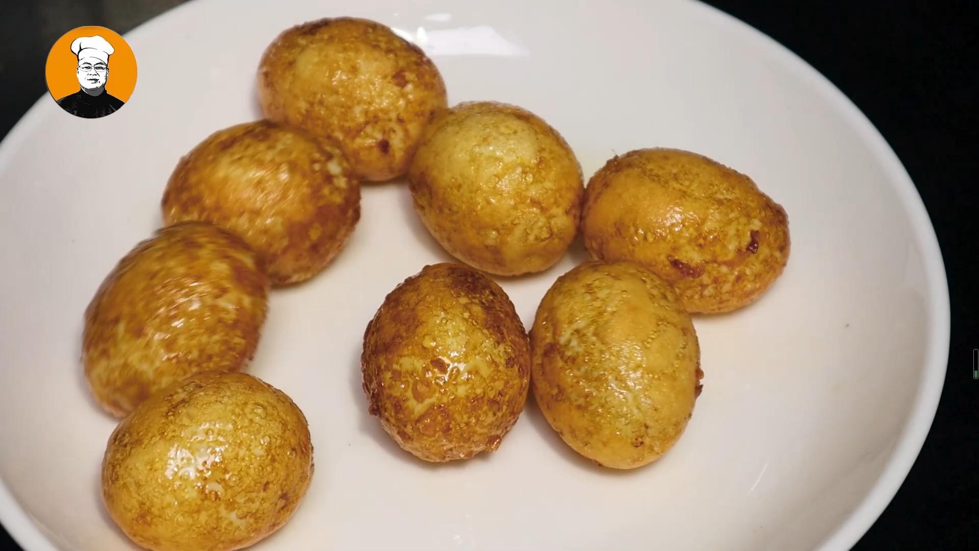 虎皮鸡蛋正确做法,一煮二炸三炖,鸡蛋香酥可口,饭店都很难吃到 美食做法 第6张