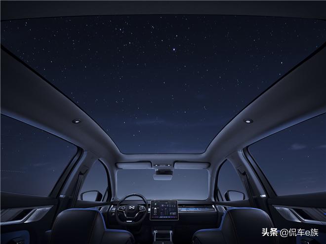 爱驰AI-TECH科技日带你探究U6魅力 想了解它不妨从全景天幕开始