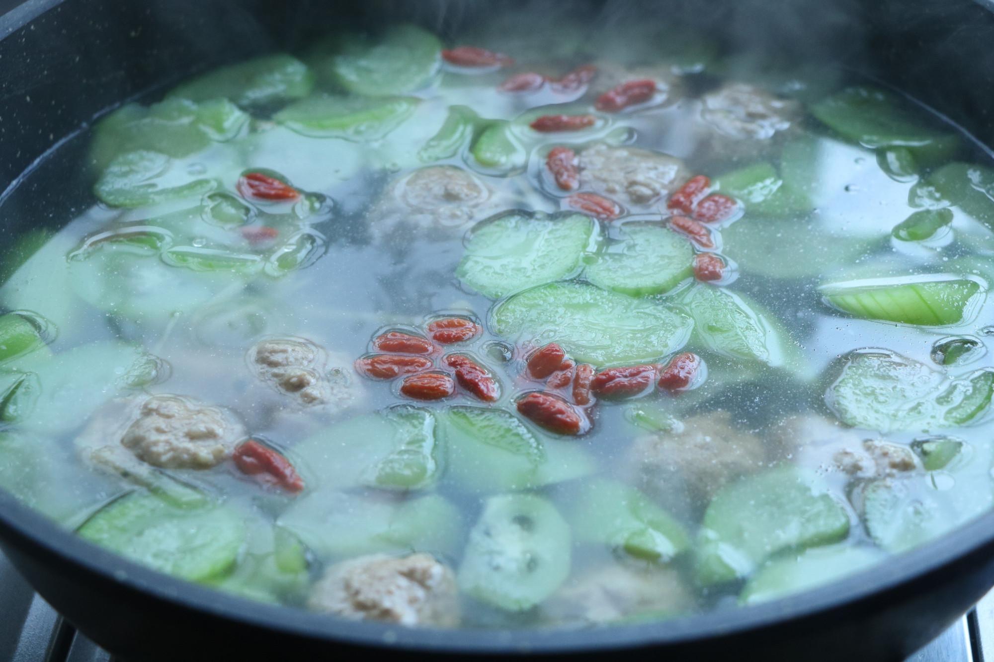 天氣乾燥,多喝這樣的湯水,既潤燥又能補充營養,孩子老人要多喝