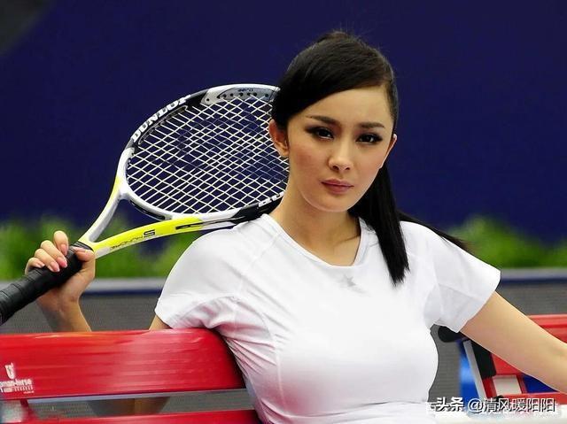 """杨幂""""网球宝物""""美照被热传,穿小白裙少女感十足,烟熏妆真个性"""