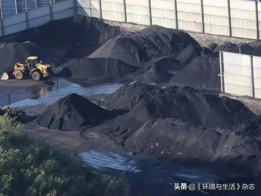 山西汾西:洗煤厂露天堆煤 无遮盖未封闭被指粉尘污染