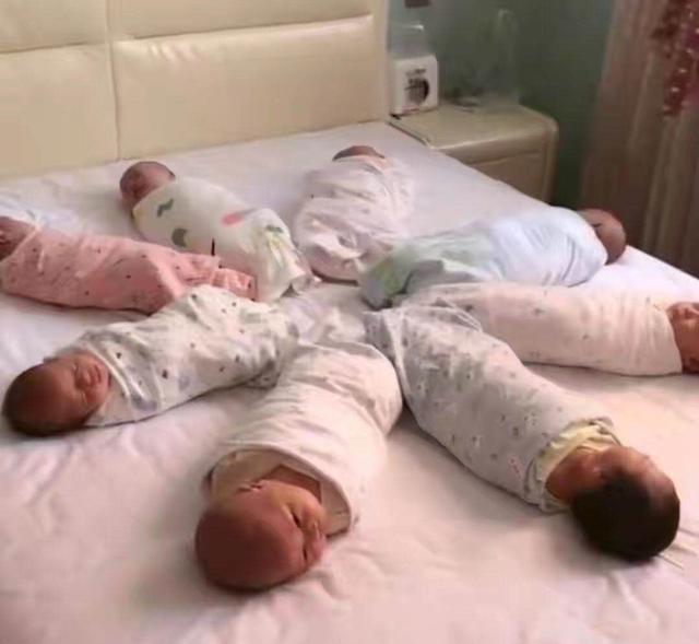 """【90后宝妈生下8胞胎,还没等高兴几天,带孩子却成""""世纪难题""""】图2"""