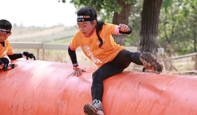 諾一跟霓娜參加障礙賽,劉燁曬照稱名次不重要卻驕傲曝女兒得第一