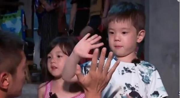 嗯哼4岁就能回答难题,霍思燕教育方法值得学习,她做了什么