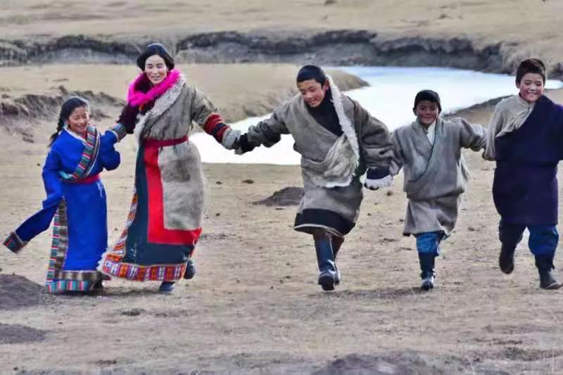 热烈祝贺《生根》电影在甘肃省民族企业联合商会放映