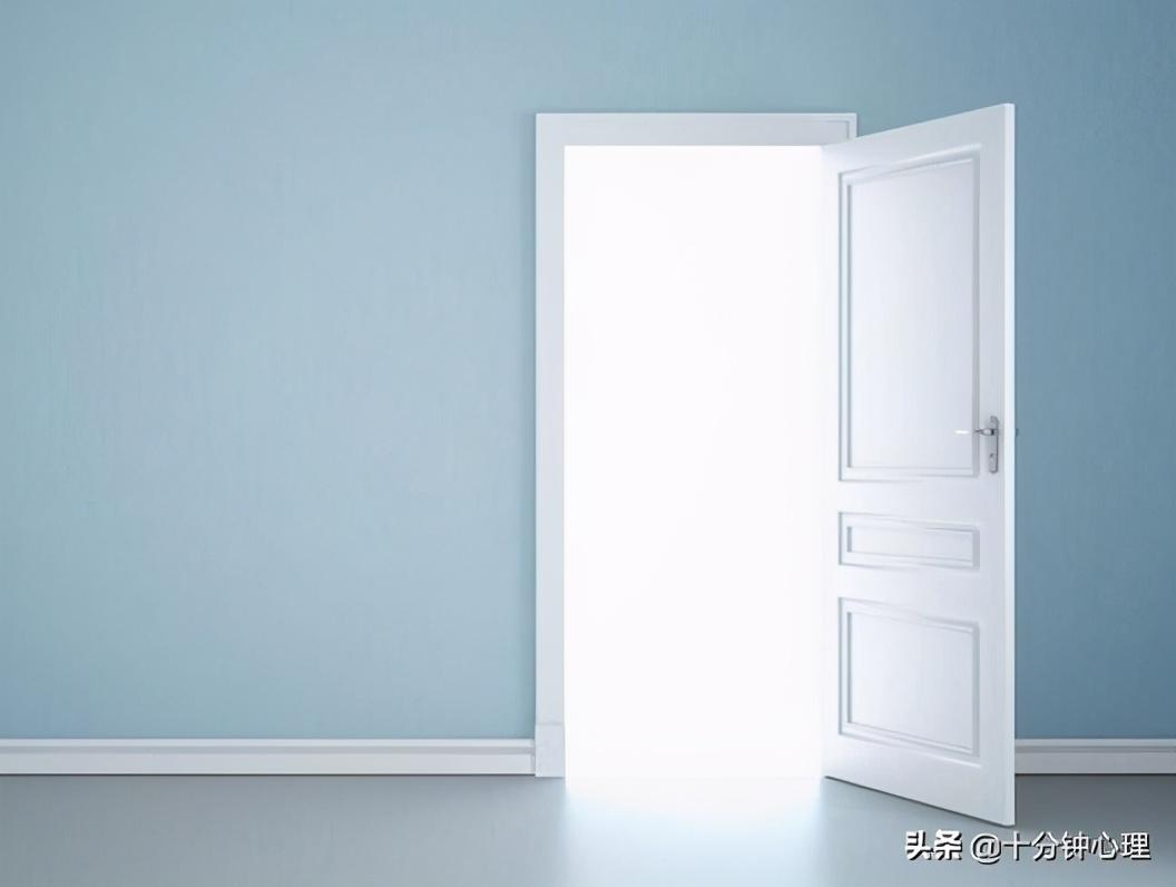 心理小测试:选择一扇门推进去,就能了解自己的内心抑郁程度